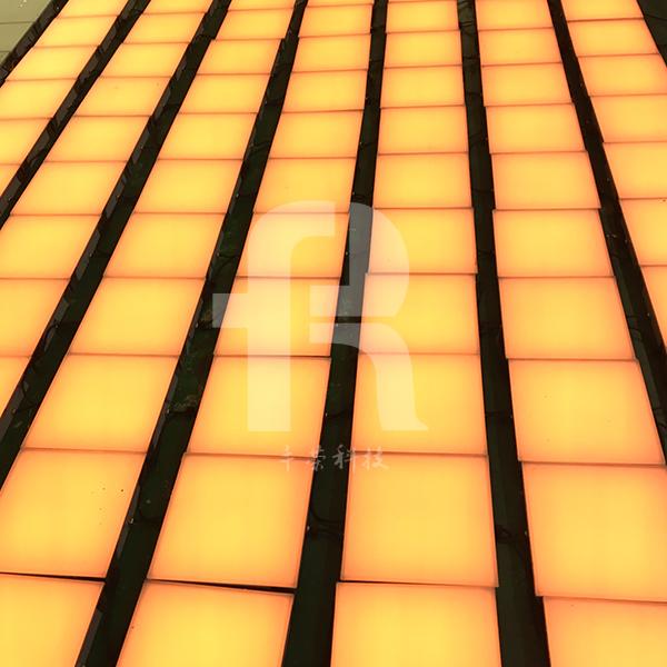 方形地磚燈